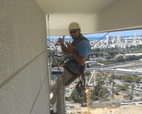 עבודה במקומות שליליים - מתחת לתקרה