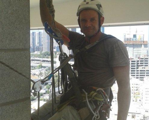 עבודה בגובה בשלילי - מתחת לתקרה